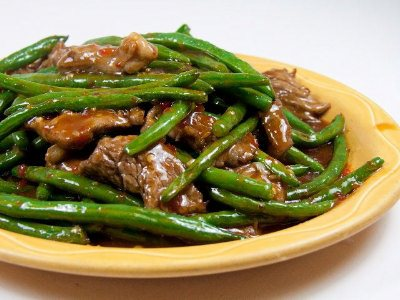 Sliced beef tenderloin sautéed with string beans in a spicy brown ...